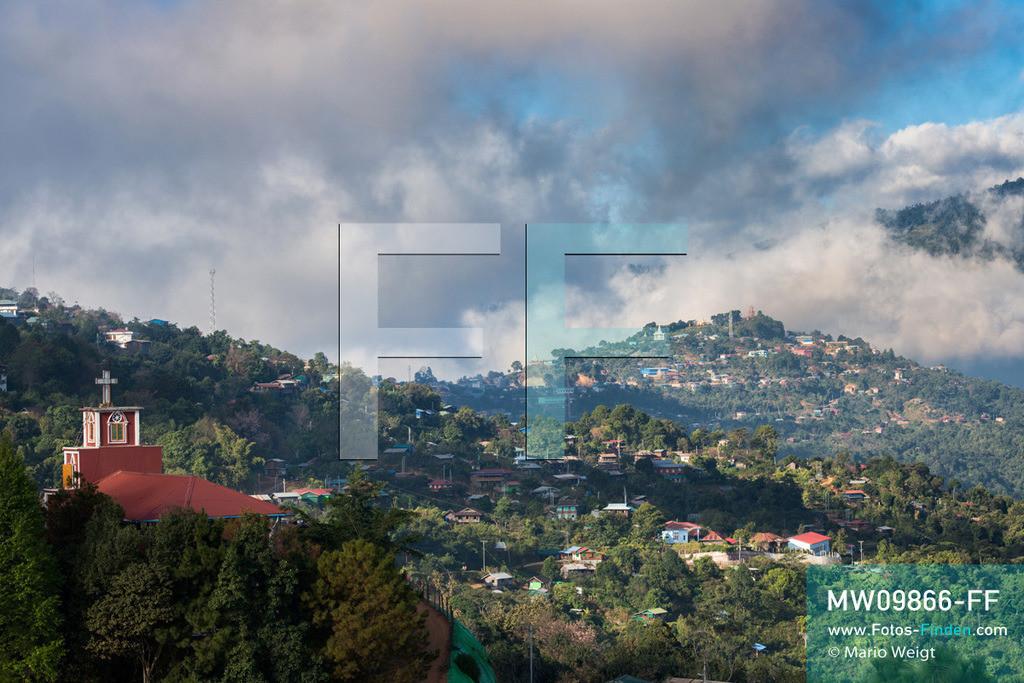 MW09866-FF | Myanmar | Mindat | Reportage: Mindat im Chin State | Der Ort Mindat liegt auf einem Bergkamm in 1.400 Meter Höhe und ist von malerischer Landschaft umgeben. Hier und in den umliegenden Dörfern lebt die Volksgruppe der Chin.  ** Feindaten bitte anfragen bei Mario Weigt Photography, info@asia-stories.com **