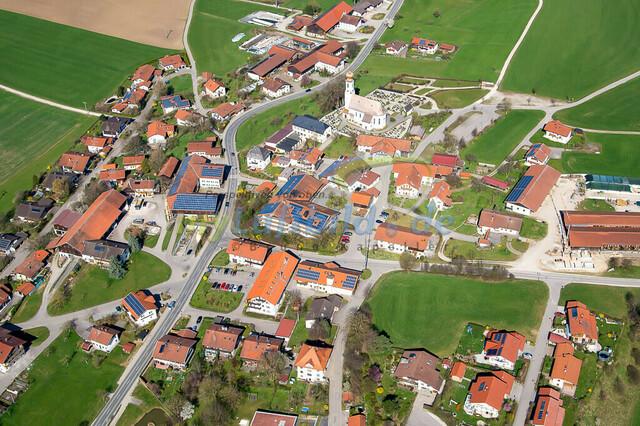 luftbild-nussdorf-chiemgau-bruno-kapeller-115 | Luftaufnahme von Nußdorf im Chiemgau, Frühling 2014. Das Dorf befindet sich ca.5 km vom Chiemsee entfernt, Landkreis Traunstein.