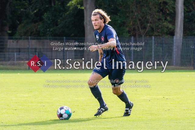Fußball, Herren, Testspiel, Hamburger SV - FC Midtjylland, HSV-Trainingsplatz am Volksparkstadion, 20.08.2020   Bozhidar Kraev (#15, Midtjylland)