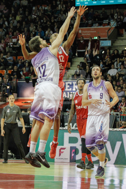 20151101_AF_W7F1801 | Malte SCHWARZ - GER - (#12/Guard/BG Goettingen Basketball)\ Alex RENFROE - USA  - (#12/Point Guard/FC Bayern Basketball)\   Basketballgame FC Bayern vs. BG Göttingen in Munich, GERMANY at 01. November 2015  Bundesligaspiel in der deutschen Beko Basketballbundesliga zwischen dem FC Bayern Basketball und den BG Göttingen. Spielort ist der Audidome am 01.11.2016.   Basketballgame FC Bayern vs. BG Göttingen, Munich, GERMANY, , Beko Basketballbundesliga, 1. League, Germany, Audidome  Honorarpflichtiges Bild,  - fee liable image - Photo Credit: © ATP FREIESLEBEN Alexander
