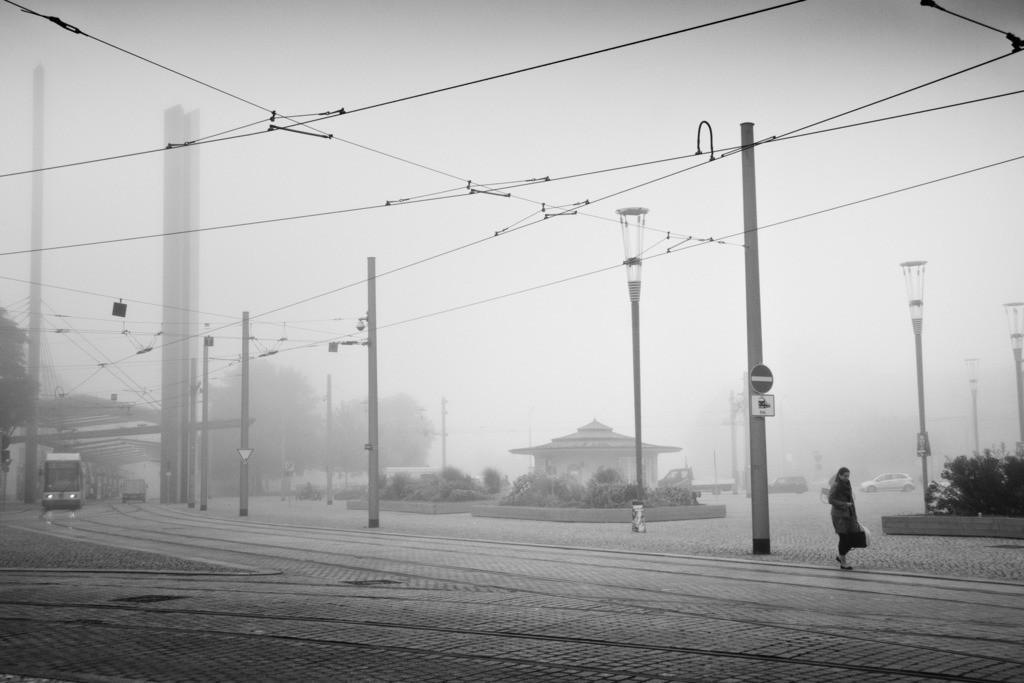 Dresden Postplatz im Herbst   Dresden Postplatz im Herbst früh morgens. Aus der Serie