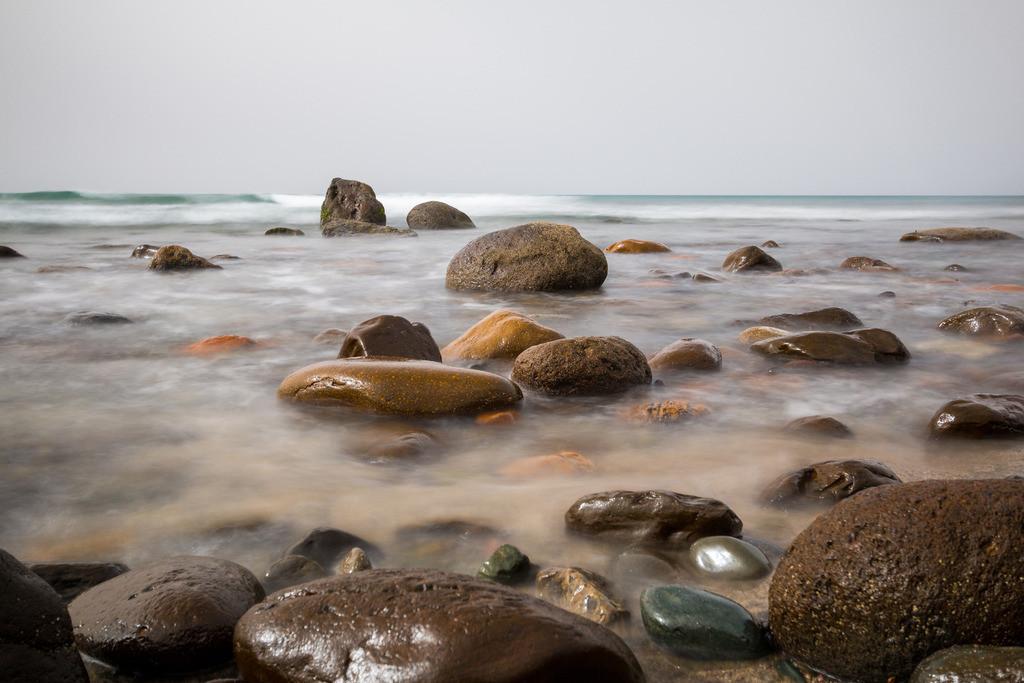Rund | Wenn ihr einen Stein werft, wird er euch von hinten wieder treffen – weil die Erde rund ist. Rabindranath Tagore