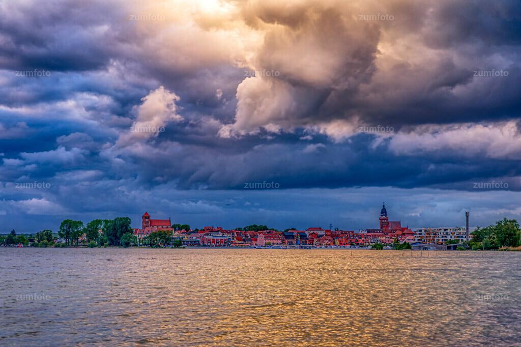 200524_2041-7665_AuroraHDR-edit_0   Mit dem foto von heute Abend wünsche ich euch eine schöne Nacht! Die Sonne machte echt tolle Strahlen aber leider nicht über der Stadt. Ich hoffe euch gefällt das Foto auch ohne Sonnenstrahlen.