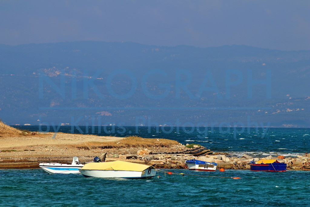 Boote in der Bucht | Boote in einer Bucht bei Chalkida auf der griechischen Insel Euböa.