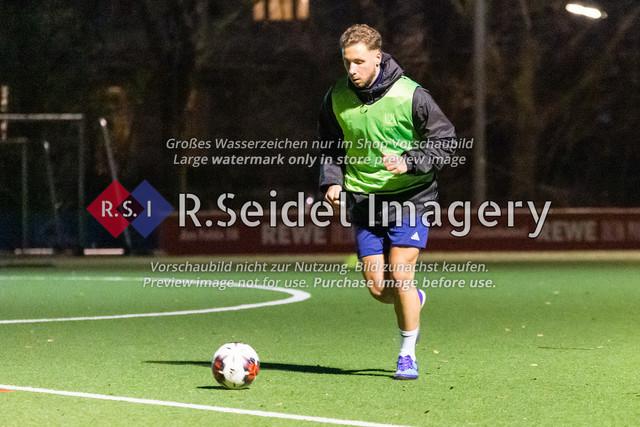 Nach Pandemie- und Winterpause darf der FC Teutonia 05 endlich das Training am Sportplatz Kreuzkirche wieder aufnehmen | Franklin Weber