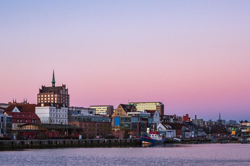 rk_06171 | Der Stadthafen in Rostock am Morgen.
