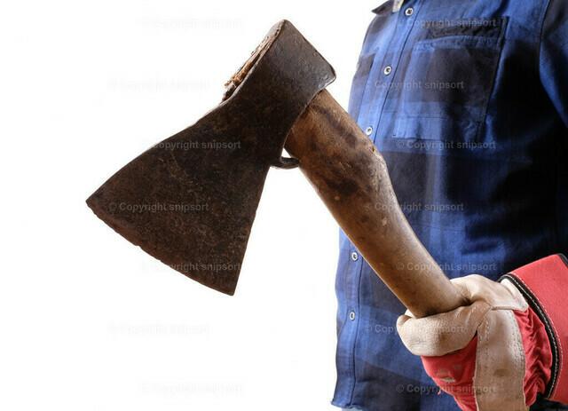 Holzfäller mit Axt | Konzept eines Holzfällers mit einer Axt vor weissem Hintergrund.