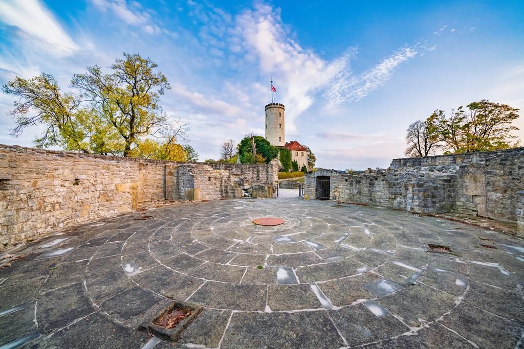 Kiekstattrondell auf der Sparrenburg | Turm der Sparrenburg vom Kiekstattrondell aus gesehen (Bielefeld).