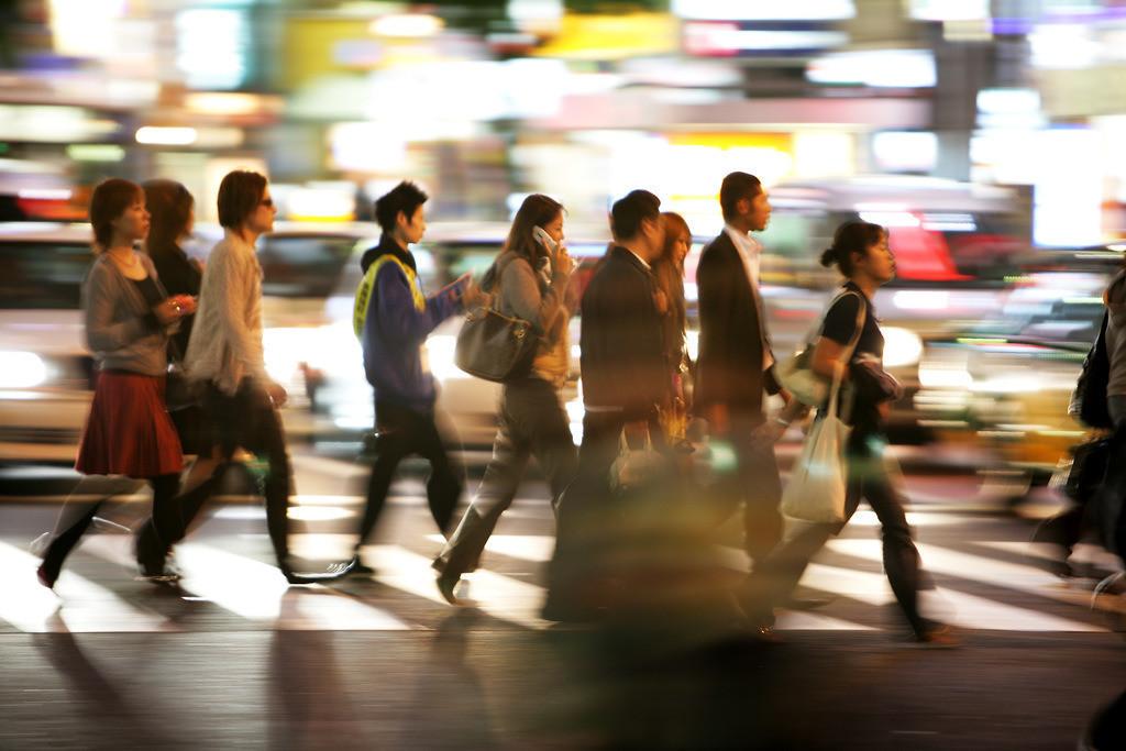 Shinjuku | Japan, Tokio: Stadtteil Shinjuku. Ostseite der Shinkuku Station, Einkaufs- und Vergnuegungsviertel an der Shinjuku Subnade Strasse,