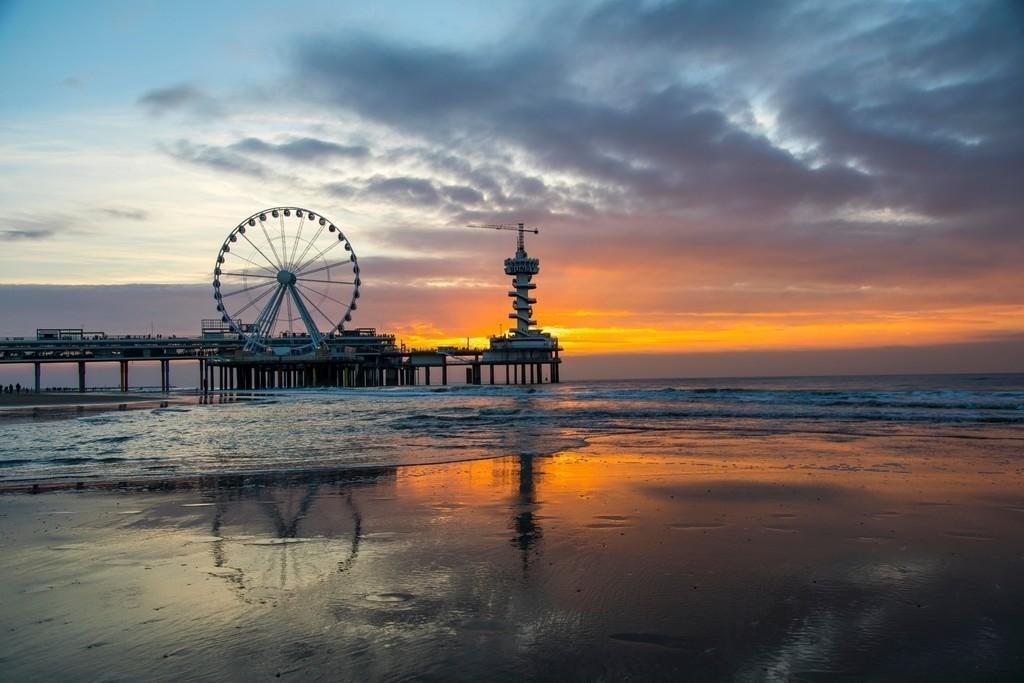 JT-161015-014 | Pier in der Nordsee vor Scheveningen, Den Haag, Niederlande, mit vielen Restaurants, Geschäften, Bungee Sprungturm und Riesenrad,