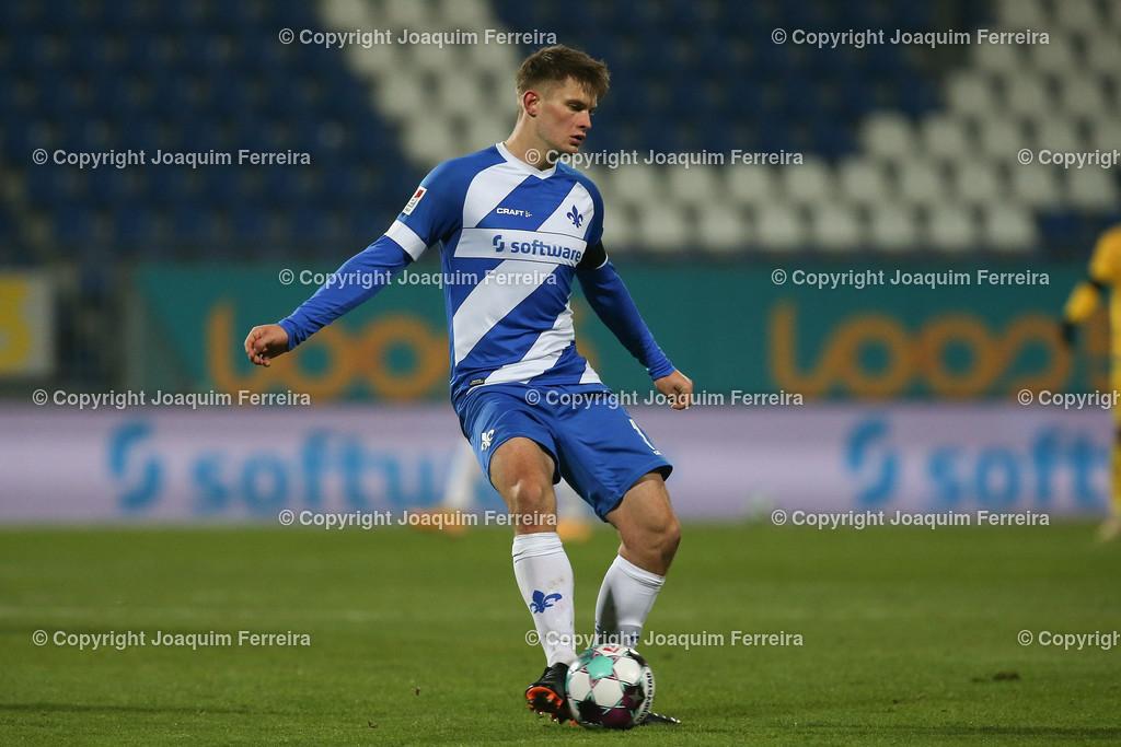 201127_svdvsbvt_0646   27.11.2020, xjfx, Fussball 2.BL SV Darmstadt 98 - Eintracht Braunschweig,  emspor, emonline, despor, v.l.,  Lars Lukas Mai (SV Darmstadt 98)     (DFL/DFB REGULATIONS PROHIBIT ANY USE OF PHOTOGRAPHS as IMAGE SEQUENCES and/or QUASI-VIDEO)