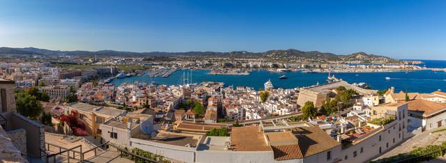 Ibiza-Stadt (Eivissa) | Ibiza-Stadt (Eivissa) mit Blick auf den Hafen (Panorama)