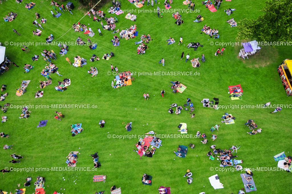 2009-08-01 LUFTBILDER JUICY BEATS   Samstag, 1. August 2009 - 18 Stunden war die Fotoballon-Crew auf dem Juicy Beats Festival im Dortmunder Westfalenpark im Einsatz, um für die Leser ungewöhnliche Perspektiven zu fotofgrafieren.  Foto: PHOTOZEPPELIN.COM / Michael Printz ABDRUCK HONORARPFLICHTIG