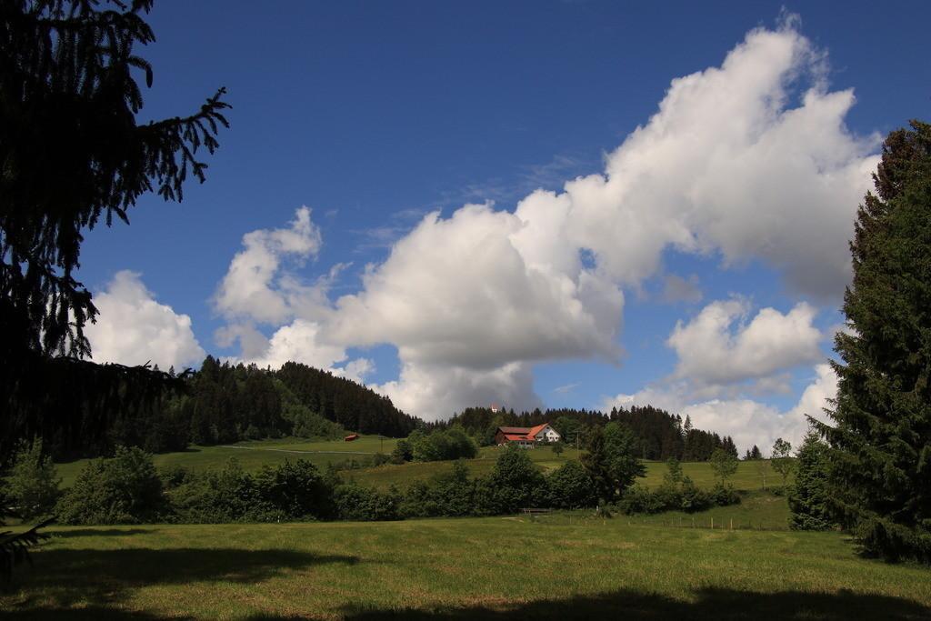 Der Auerberg | Der Auerberg mit Hohenösch im Landkreis Weilheim/Schonau in Oberbayern
