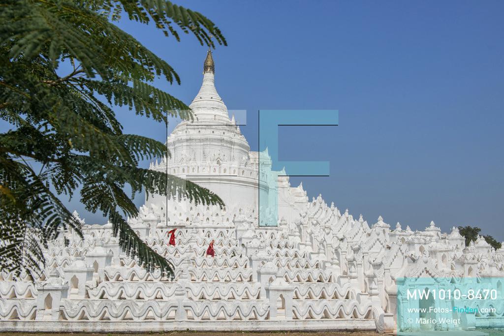 MW1010-8470 | Myanmar | Sagaing-Region | Mingun | Reportage: Schiffsreise von Bhamo nach Mandalay auf dem Ayeyarwady | Hsinbyume-Pagode in Mingun   ** Feindaten bitte anfragen bei Mario Weigt Photography, info@asia-stories.com **