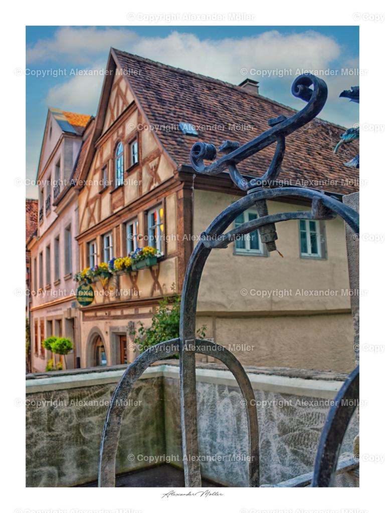 Rothenburg ob der Tauber No.45   Dieses Werk zeigt den verträumten Blick über den Johannisbrunnen in die Untere Schmiedgasse.