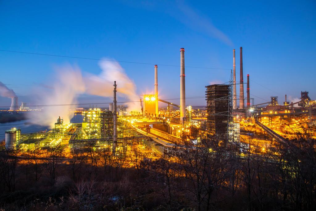JT-190120-025 | Stahlstandort Duisburg Hamborn, Kokerei Schwelgern ThyssenKrupp Steel, rechts Hochöfen, hinten Kühlturm des Kohlekraftwerks Duisburg Walsum, Block 10, Rhein