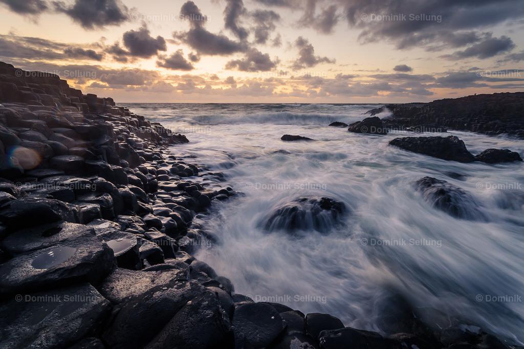 Enniscorthy I   Die Strömung am Giant's Causeway bei Sonnenuntergang