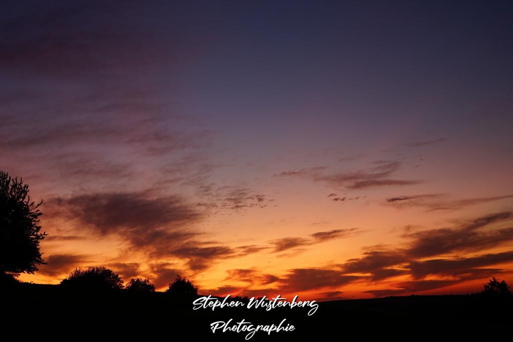 Sunset Gundersweiler   Stimmungsvoller Sonnenuntergang mit warmen Farben und kontrastreichen Wolken