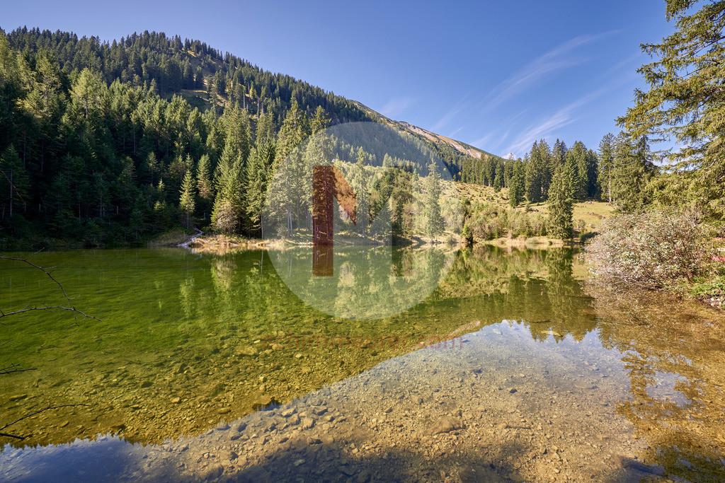 Herbststimmung am Höfersee, Tannheimertal, Tirol, Österreich