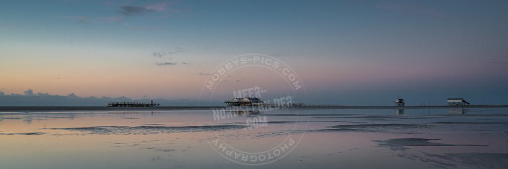 _DSC1824 | Alte Pfahlbaureihe am Strand von St. Peter-Ording in der Abendstimmung