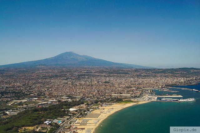 Luftaufnahme Bucht von Catania | Luftaufnahe von der Bucht von Catania sowie dem Vulkan Ätna auf Sizilien
