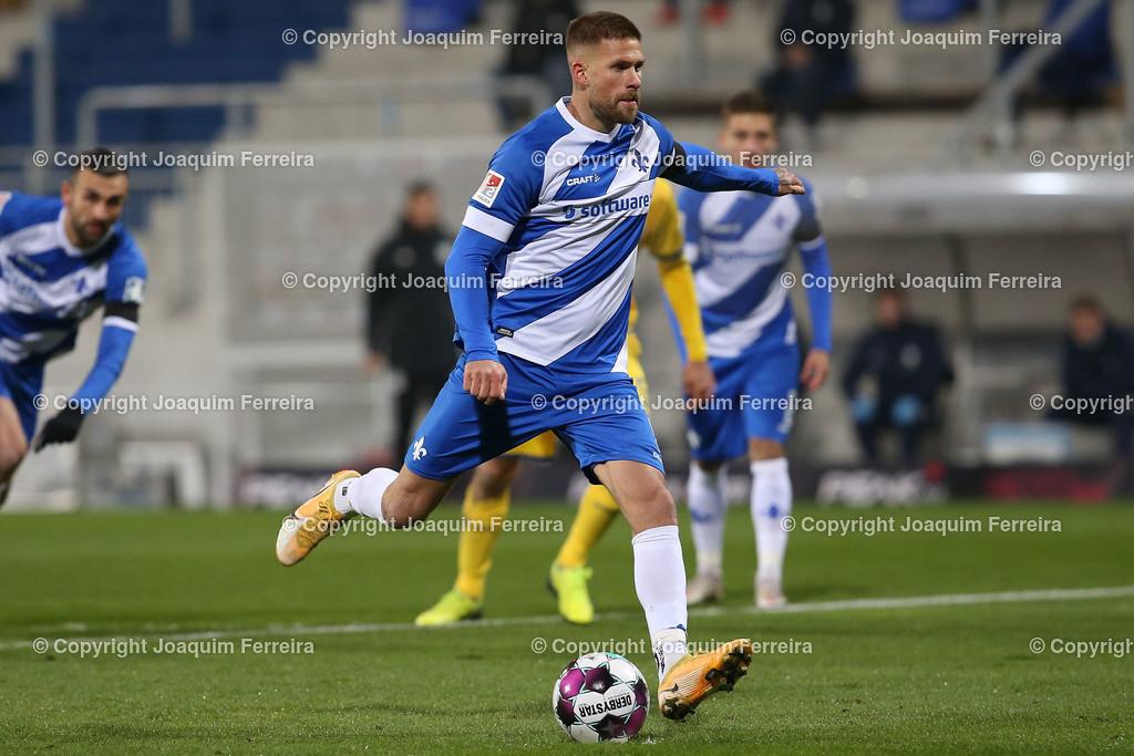 201127_svdvsbvt_0170 | 27.11.2020, xjfx, Fussball 2.BL SV Darmstadt 98 - Eintracht Braunschweig,  emspor, emonline, despor, v.l.,  Elfmeter zum Goal scored, Tor zum 1:0, Tobias Kempe (SV Darmstadt 98)     (DFL/DFB REGULATIONS PROHIBIT ANY USE OF PHOTOGRAPHS as IMAGE SEQUENCES and/or QUASI-VIDEO)