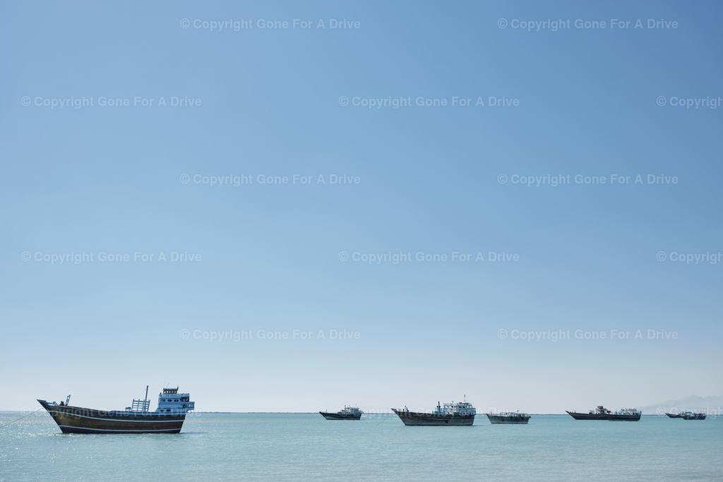 Iran | Traditionelle Dau-Boote ankern vor Bandar-e Laft auf der Insel Qeshm im Persischen Golf