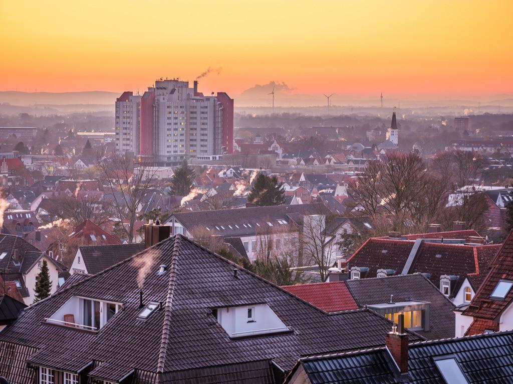 Klinikum Bielefeld-Mitte in der Morgendämmerung | Klinikum Bielefeld-Mitte in der Dämmerung kurz vor Sonnenaufgang.