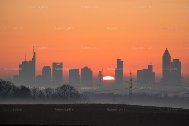 Sonnenaufgang über Frankfurt