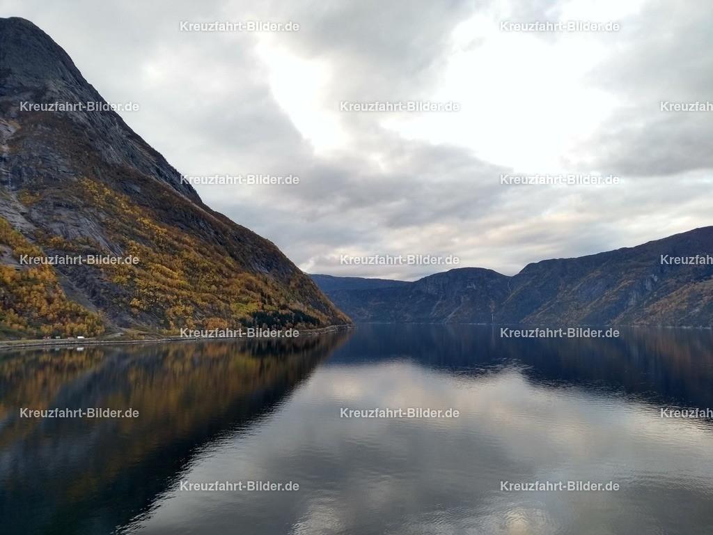 Eidfjord II | Blick auf den Eidfjord von Eidfjord aus