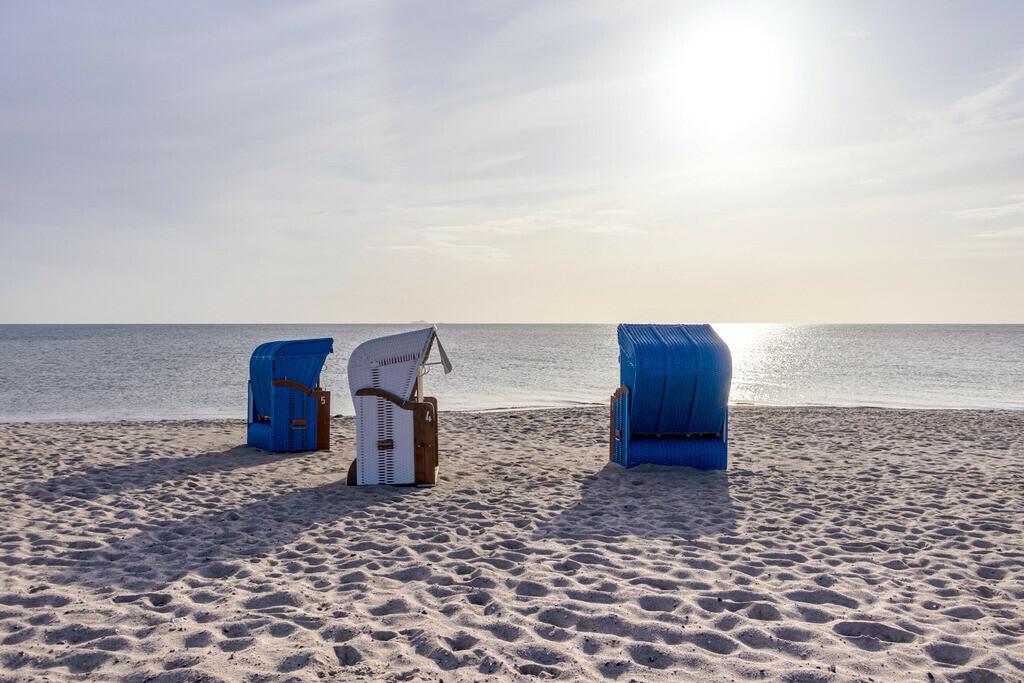 Strand in Weidefeld | Strandkörbe am Strand in Weidefeld