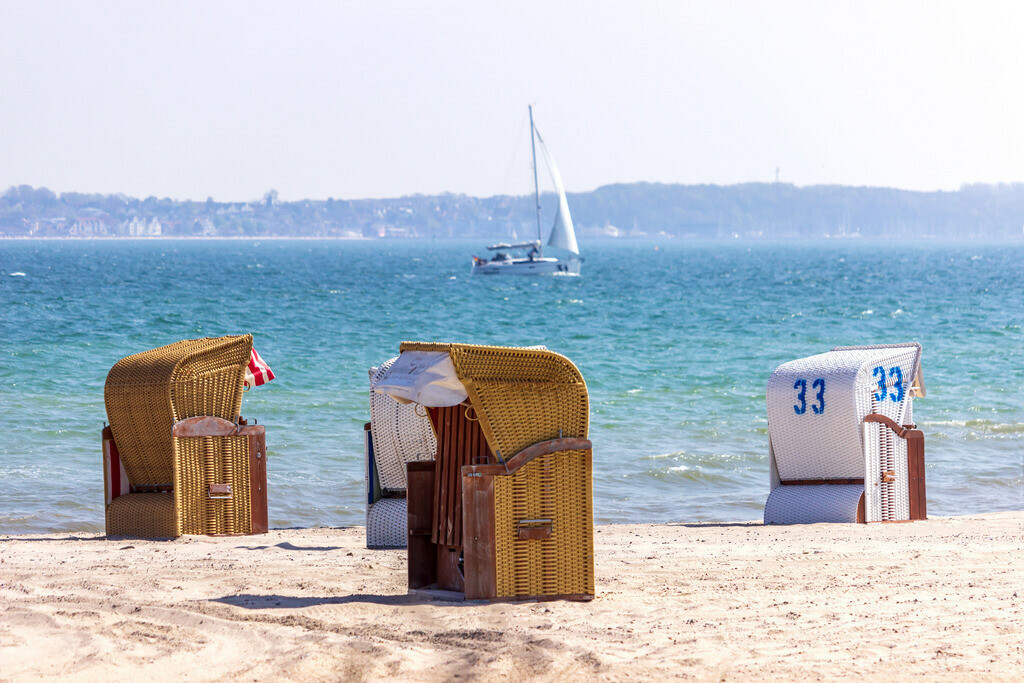 Strandkörbe an der Ostsee   Strandkörbe am Strand in Strande