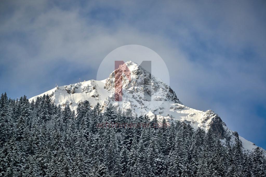 Blick auf die Krinnenspitze im Winter, Tannheimer Tal, Tirol, Österreich