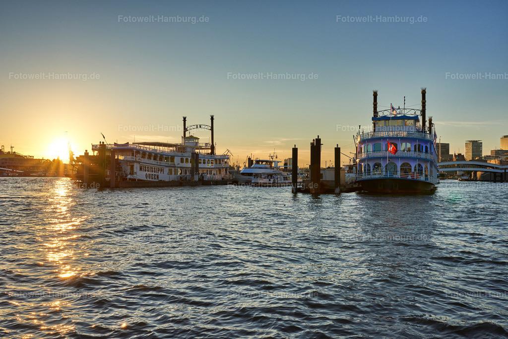 10190907 - Sonnenuntergang am Niederhafen   Blick über den Niederhafen auf die Louisiana Star und die Mississippi Queen.