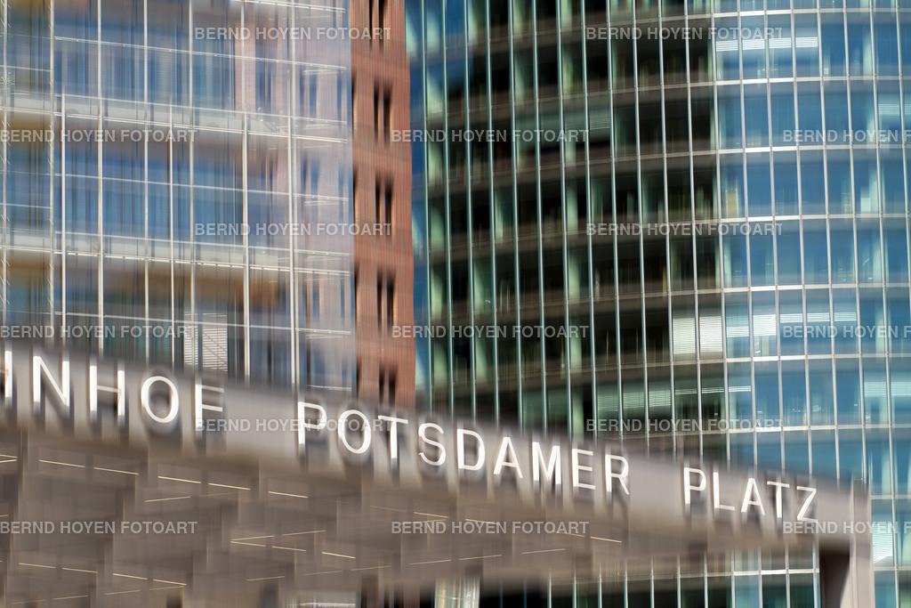 potsdamer platz | Foto einiger Bürotürme am Berliner Potsdamer Platz, Deutschland / Digitale Bildbearbeitung / malerischer Effekt. | Photo of some office towers at the Potsdamer Platz in Berlin, Germany / Digital image editing / picturesque effect.