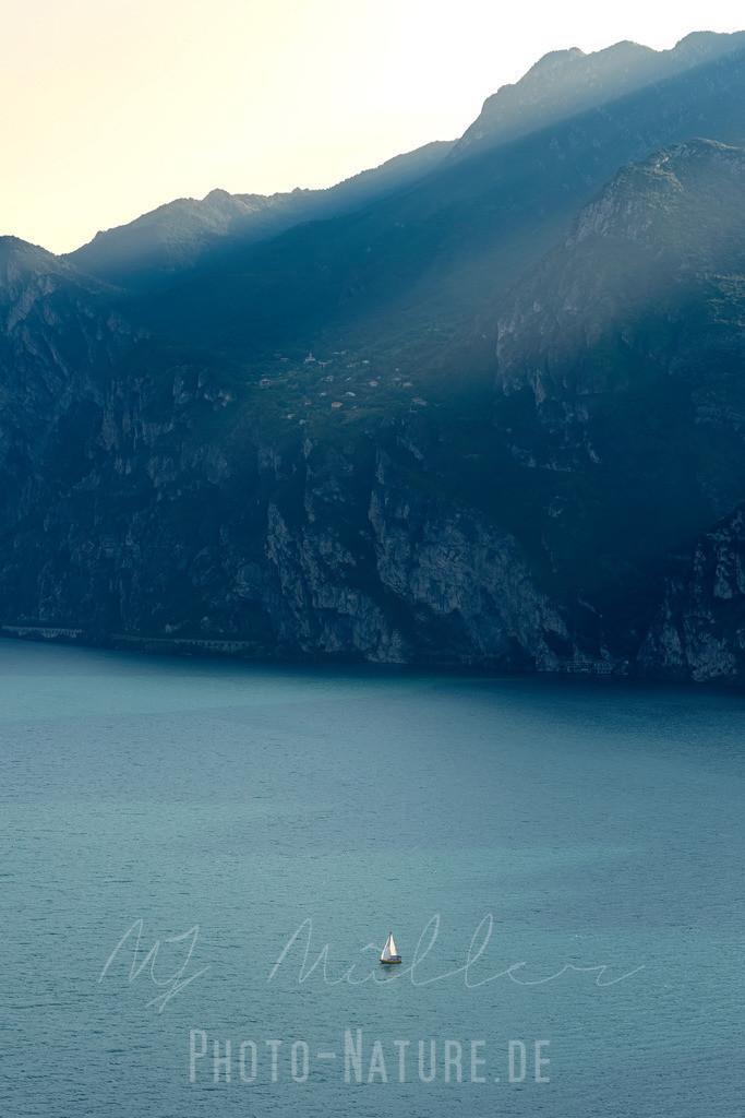 Ein einsamer Segler | Der letzte Segler auf dem Gardasee