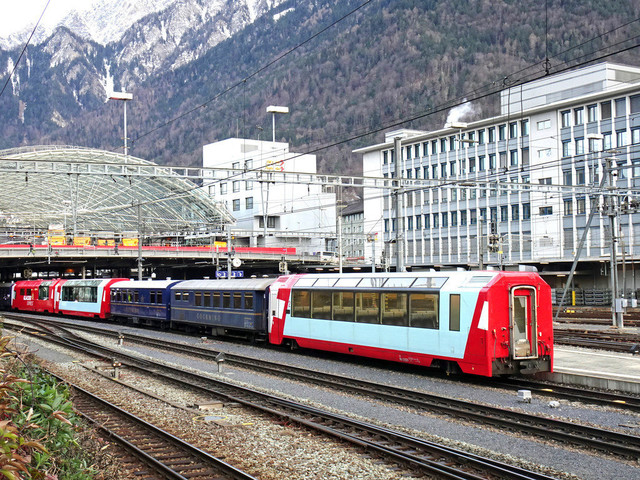 Bahnhof Chur | Verschiedene Wagen wurden am Bahnhof Chur abgestellt.