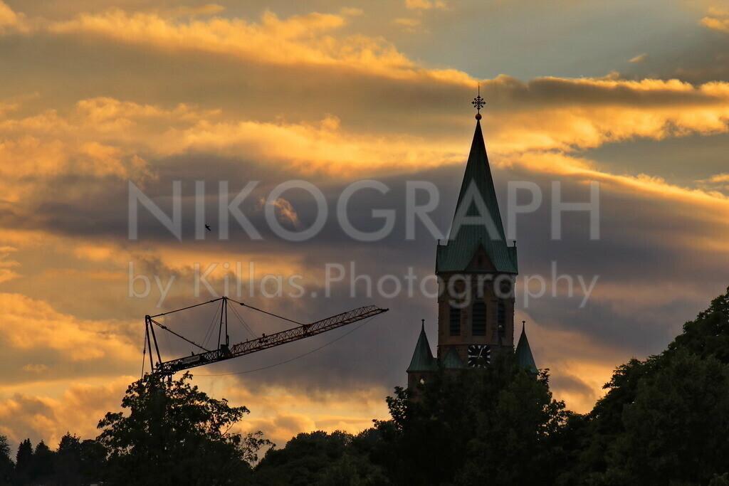 Kirchturm im Abendhimmel   Der Turm vom Kiliansdom im Abendhimmel über Iserlohn-Letmathe.
