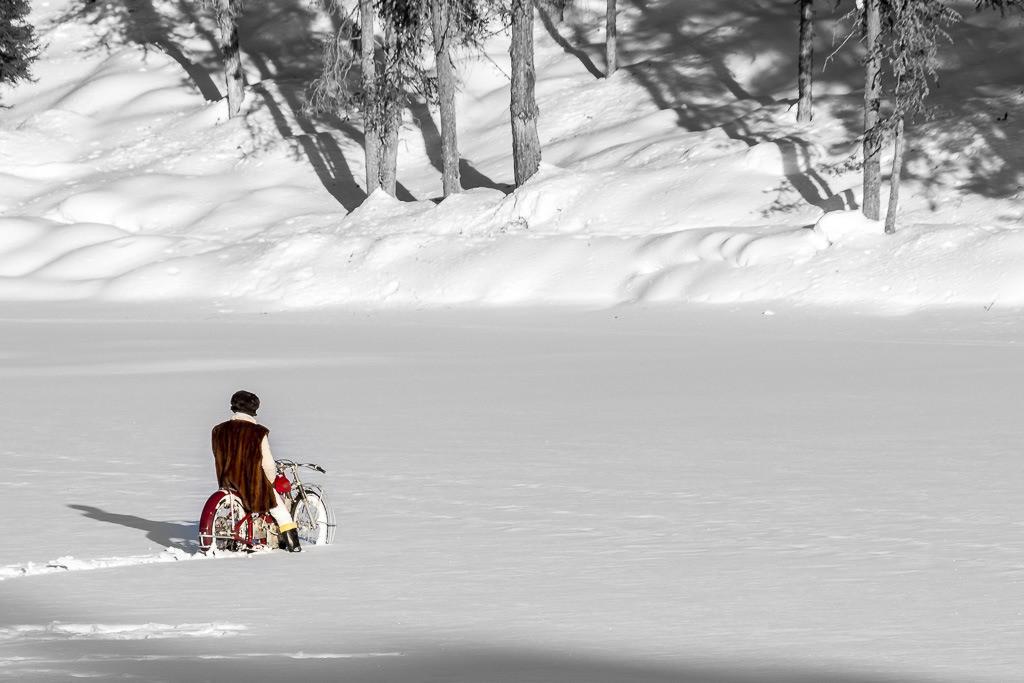 Motorradfahrer im Schnee