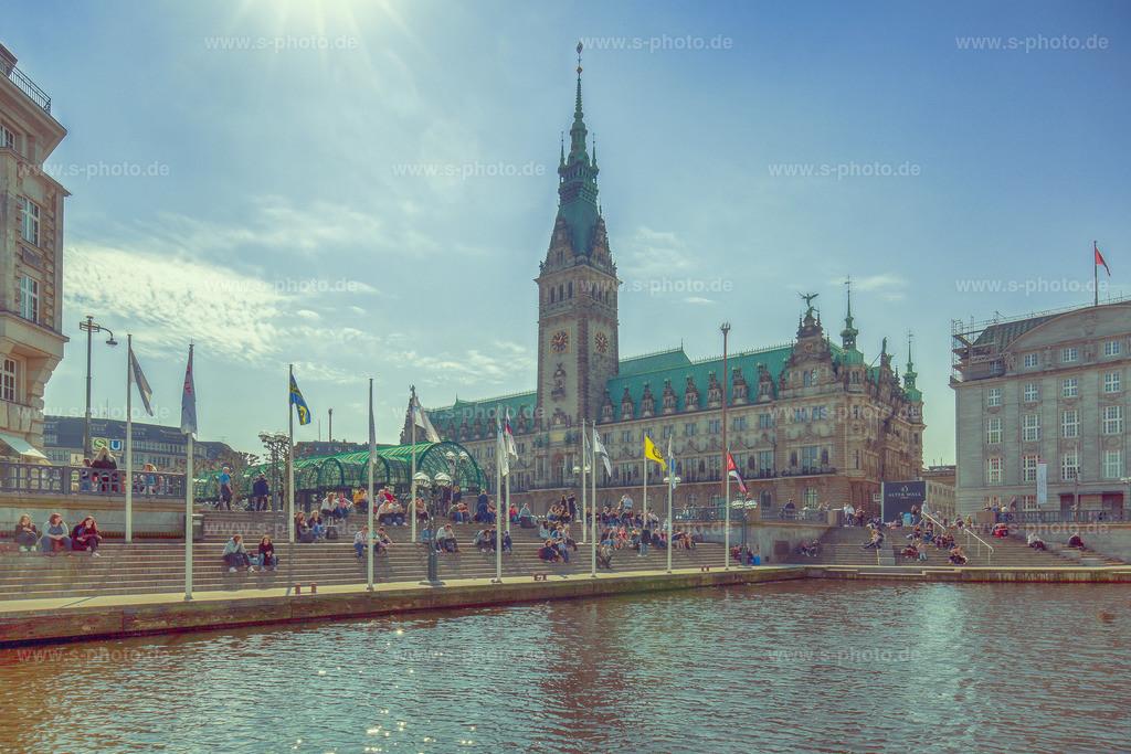 Rathaus Hamburg | Auf der Fleetfahrt gegen die Sonne