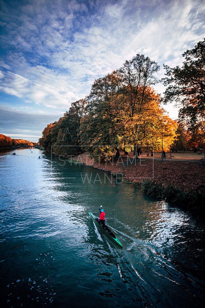 Einsamer Ruderer im Herbst | Leipzigs Wasserwege bieten zu jeder Jahreszeit und besonders im Spätsommer oder Anfang Herbst wunderbare Erlebnisse für Naturfreunde.