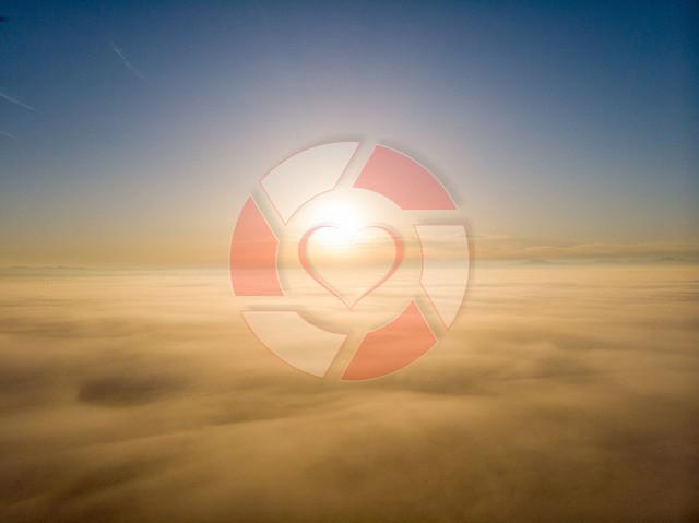 Über dem Nebel   Sonnenaufgang über dem Nebel
