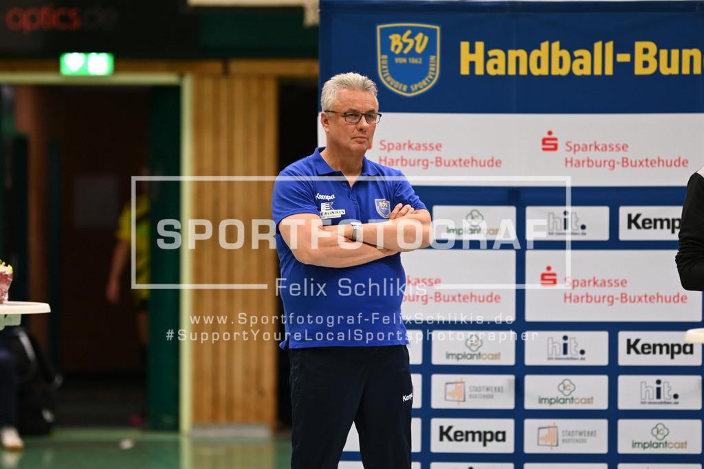 DHB-Pokal Achtelfinale Frauen I Buxtehuder SV - Borussia Dortmund  I 04.11.2020_00139 | Dirk Leun (Trainer Buxtehuder Sportverein); DHB-Pokal Achtelfinale Frauen I Buxtehuder SV - Borussia Dortmund  am 04.11.2020 in Buxtehude  (Hoelle Nord - Kurt-Schuhmacher Strasse), Deutschland