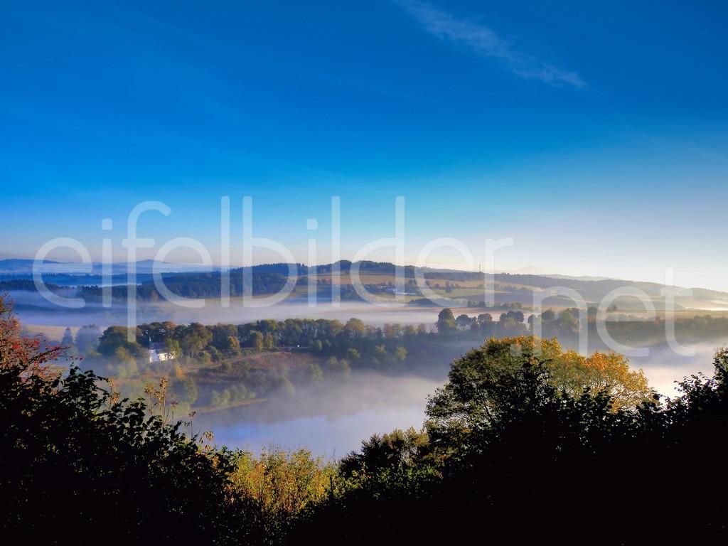 Landschaft am Weinfelder Maar, Daun, Vulkaneifel | Sonnenaufgang & Morgennebel am Weinfelder Maar