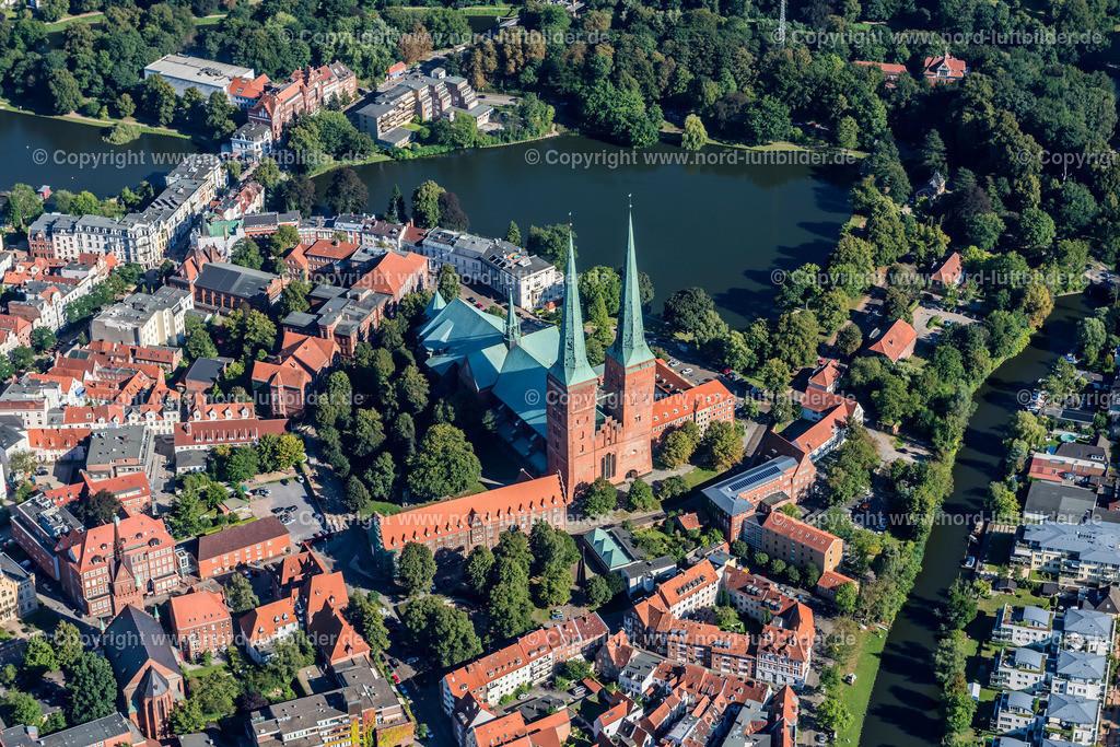 Lübeck_ELS_3758260816a   Lübeck - Aufnahmedatum: 25.08.2016, Aufnahmehöhe: 502 m, Koordinaten: N53°51.844' - E10°40.476', Bildgröße: 6407 x  4276 Pixel - Copyright 2016 by Martin Elsen, Kontakt: Tel.: +49 157 74581206, E-Mail: info@schoenes-foto.de  Schlagwörter:Schleswig-Holstein,Hansestadt,Altstadt,Fachwerk,Holstentor,Luftbild,Luftbilder,