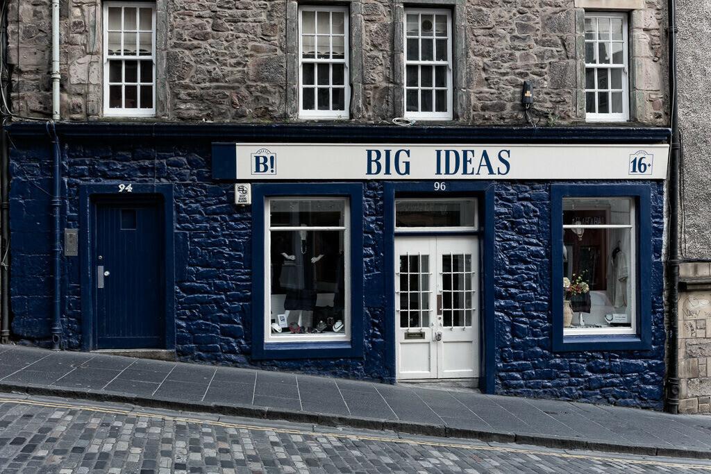 Blaue Fassade in Edinburgh