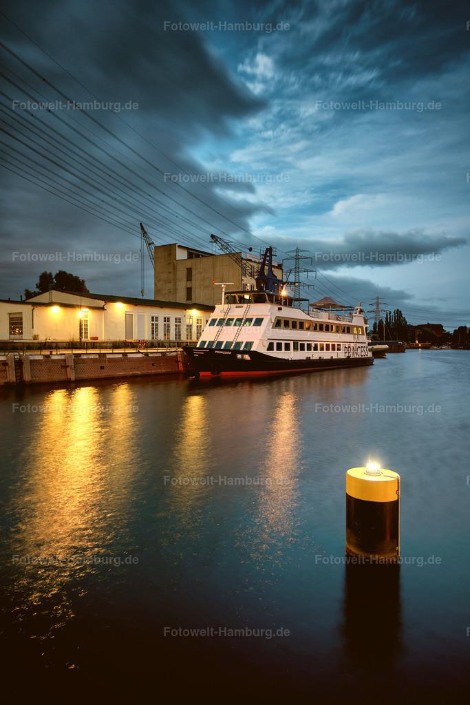 10190705 - Harburger Binnenhafen II | Blick über den Binnenhafen in Harburg zur blauen Stunde