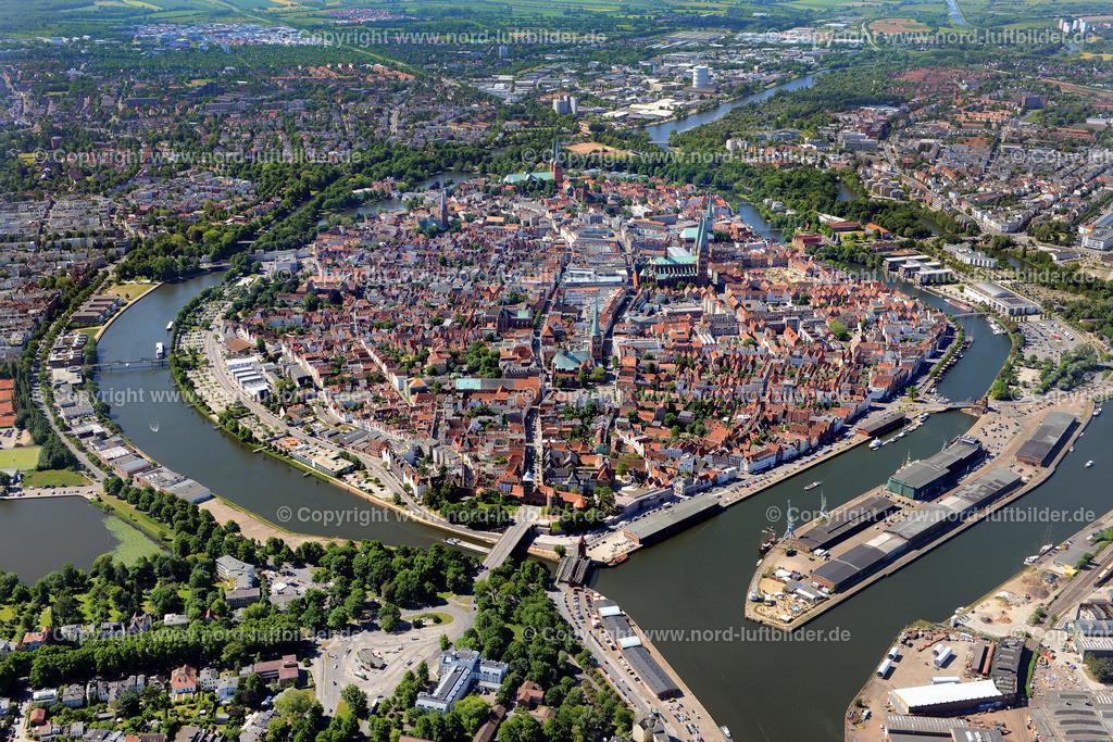 Lübeck_ELS_8353100615 | Lübeck - Aufnahmedatum: 10.06.2015, Aufnahmehöhe: 590 m, Koordinaten: N53°53.061' - E10°41.720', Bildgröße: 6599 x  4404 Pixel - Copyright 2015 by Martin Elsen, Kontakt: Tel.: +49 157 74581206, E-Mail: info@schoenes-foto.de  Schlagwörter:Schleswig-Holstein,Luftbild, Luftbilder, Deutschland