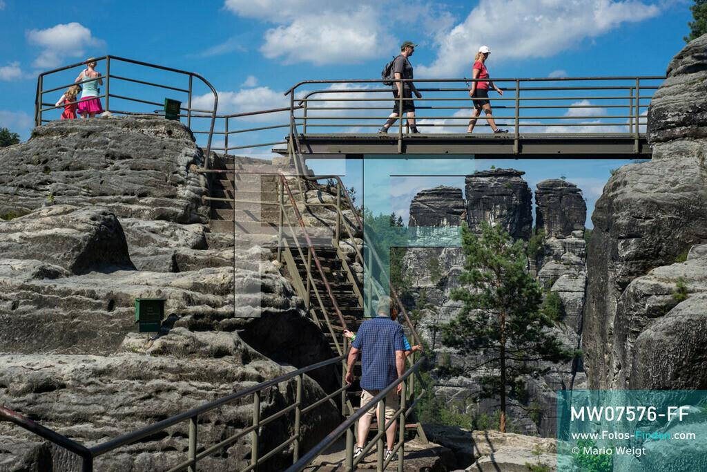 MW07576-FF | Deutschland | Sachsen | Sächsische Schweiz | Die Felsenburg Neurathen liegt in der Nähe der berühmten Basteibrücke. Im Hintergrund ist der Gansfelsen (Felsformation) zu sehen.  ** Feindaten bitte anfragen bei Mario Weigt Photography, info@asia-stories.com **